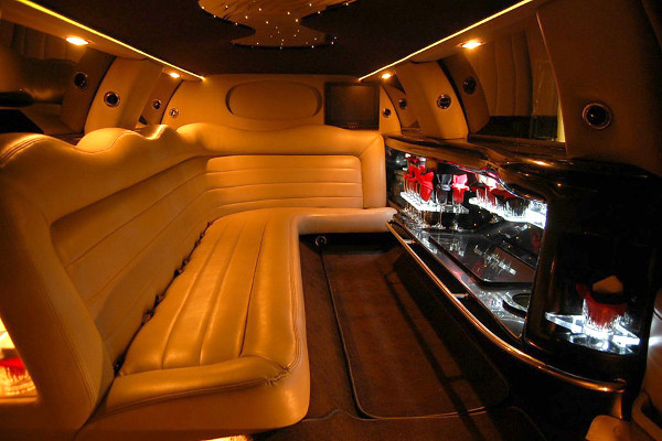 8 Person Lincoln Limo Service Anaheim