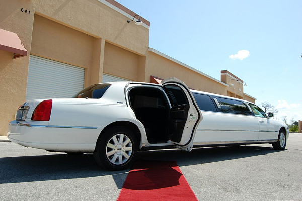 8 Person Lincoln Stretch Limo Anaheim